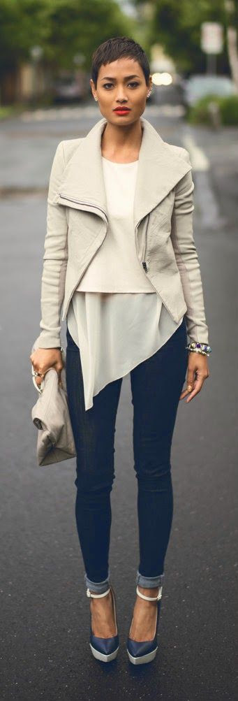 MICAH GIANNELI - leather jacket in pebble, Legging' skinny jeans in blue.