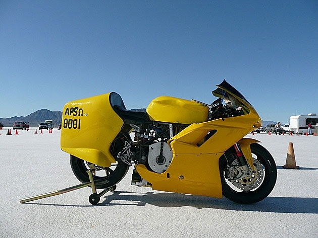 Superbike has been recognized as the fastest motorcycle in the world, running on the electric motor.  According to the results of the test-in the Great Salt Lake Desert elektrobayk has a top speed 352 kilometers per hour.