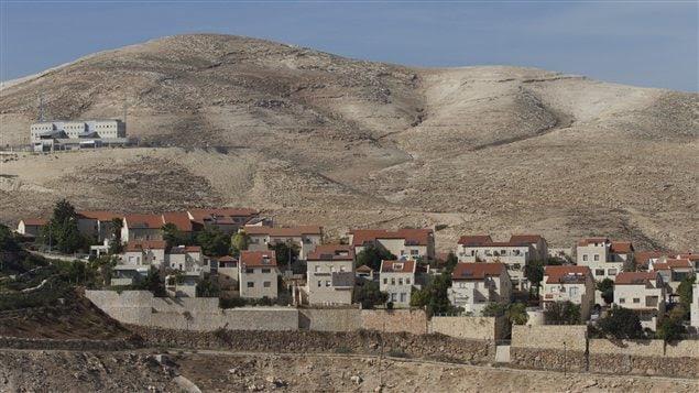 Vue sur l'implantation israélienne de Maaleh Adumin, près de Jérusalem.