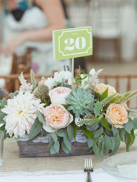 Best 25  Wooden centerpieces ideas on Pinterest   Rustic