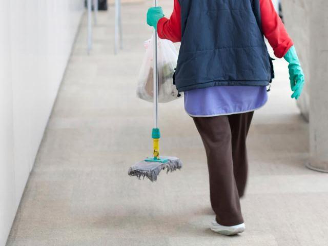 Ντροπή: Στη φυλακή η καθαρίστρια με το πλαστό «πτυχίο» Δημοτικού