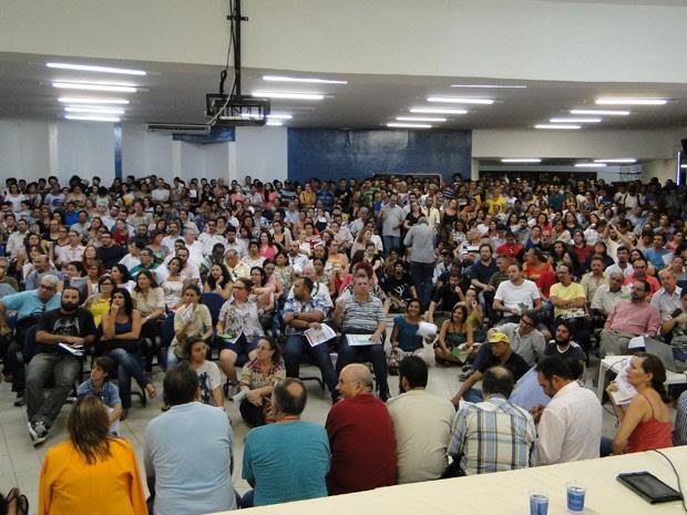 Professores em assembleia realizada na Reitoria da UFPB, em João Pessoa (Foto: Renata Ferreira/ADUFPB)