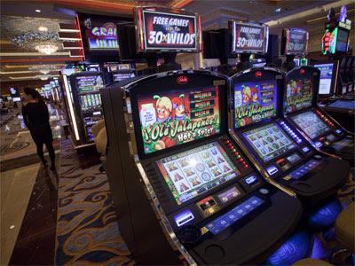 Vista general del interior de una de las salas del nuevo casino Sands Cotai Central, que fue inaugurado en Macao hace unos días. EFE