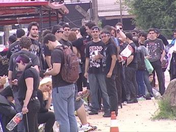 Fila para o show do Kiss em Porto Alegre (Foto: Reprodução/RBS TV)