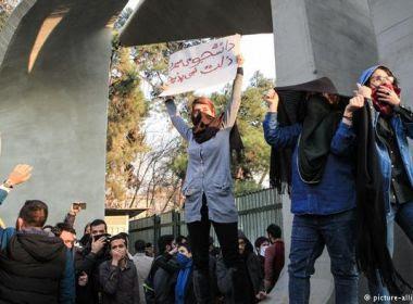 Sobe para pelo menos 20 número de mortos em protestos no Irã, diz TV estatal