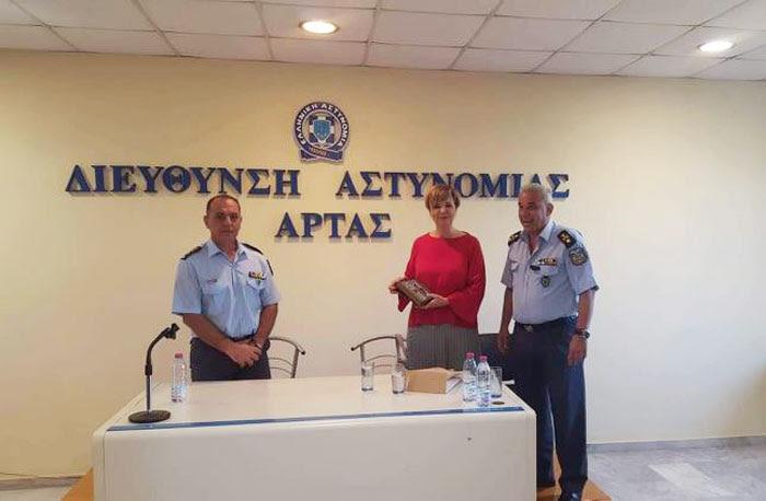 Άρτα: Επίσκεψη Όλγας Γεροβασίλη στη Διεύθυνση Αστυνομίας Άρτας