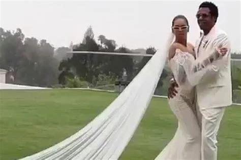 The Story Behind Beyonce's Wedding Dress   Galia Lahav