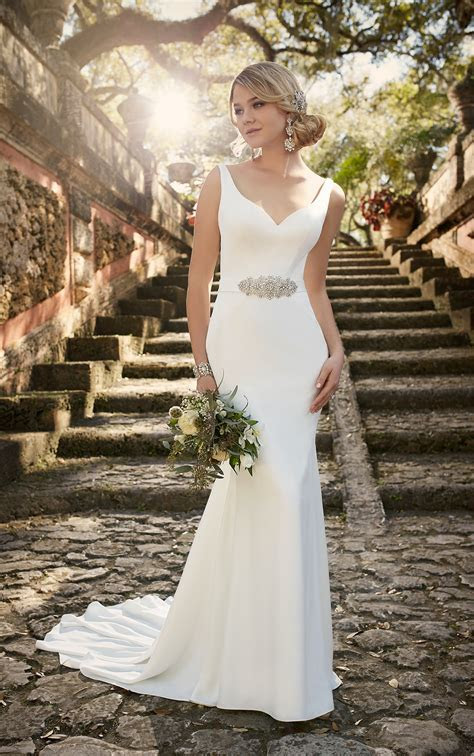 Modern Classic Wedding Dresses   Essense of Australia