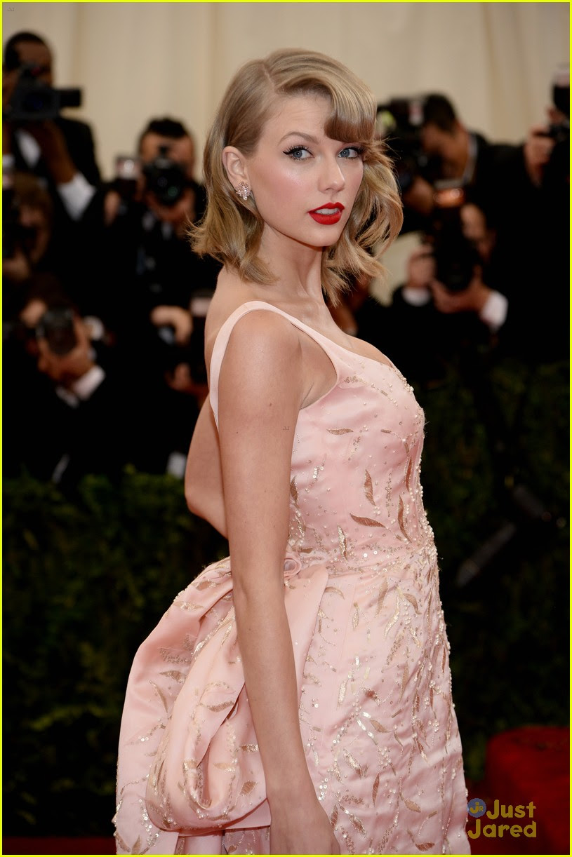 Taylor Swift Goes High Society at MET Gala 2014 | Photo ...