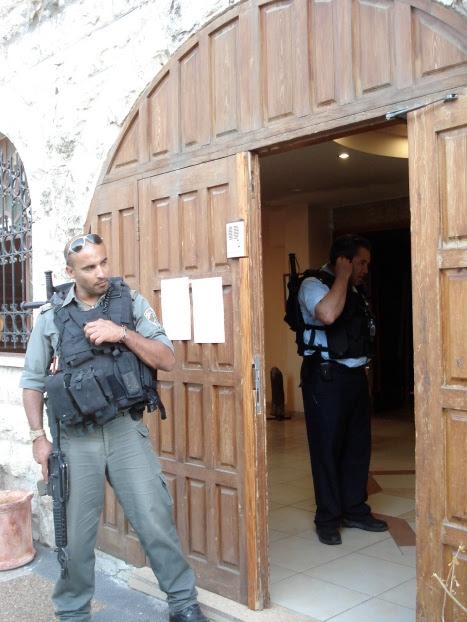 itf posts notice on al hakawati door and shut down palfest