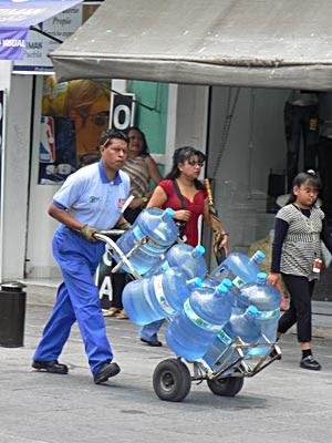 livreur d'eau.jpg