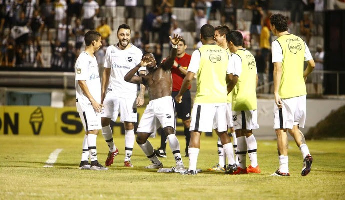 ABC x Guarani Estádio Frasqueirão Série C - gol Jones Carioca (Foto: Alexandre Lago/GloboEsporte.com)