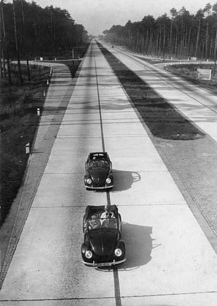 File:Bundesarchiv Bild 146-1979-025-30A, Reichsautobahn mit zwei KdF-Wagen.jpg