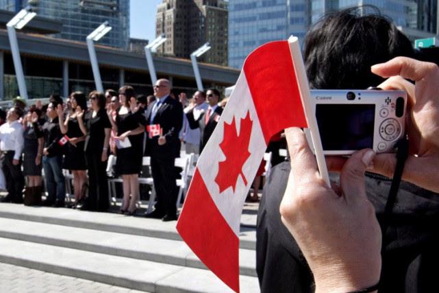 Une cérémonie de citoyenneté à Vancouver, le 1er... (ARCHIVES PC)