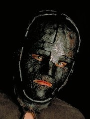 Leonardo-DiCaprio-Wearing-the-Mask-as-Philippe-the-man-in-the-iron-mask-6410774-432-572