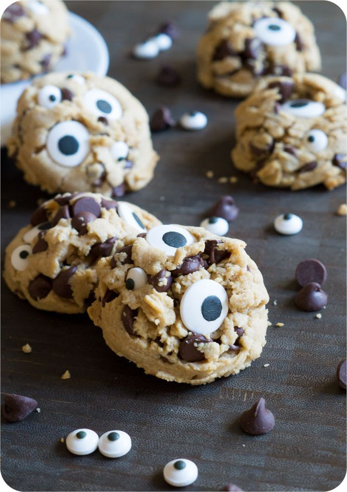 peanut butter chocolate chip googly eyes cookies | @bakeat350