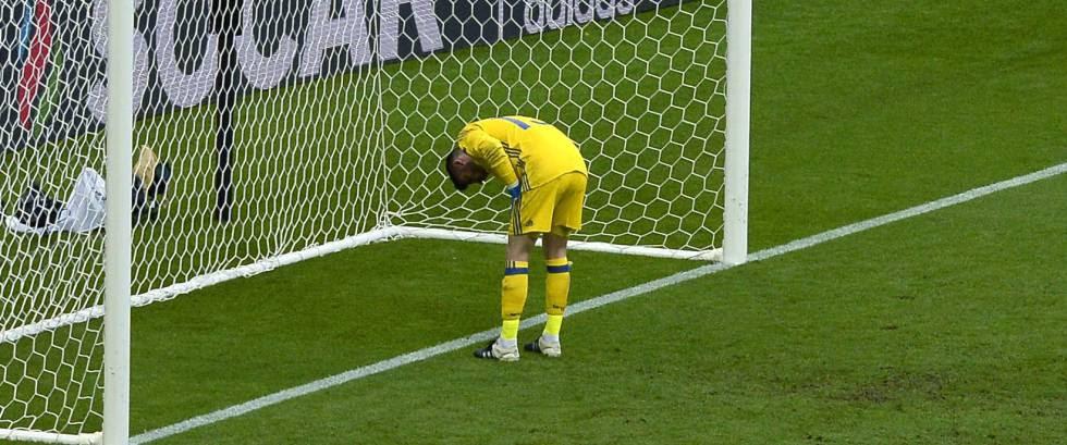 De Gea lamenta el segundo gol de Italia.