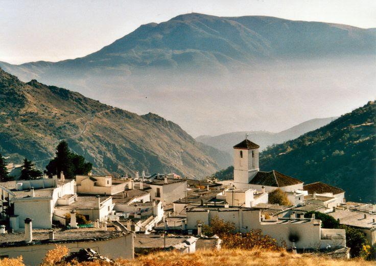 Capileira y la montaña de Viznar al fondo