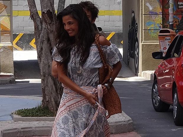 Segura, Dandara! Professora fica esperta e não paga calcinha (Foto: Ariane Ducati/Gshow)