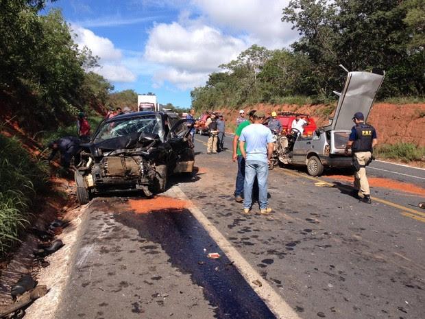 Acidnete envolveu três veículos (Foto: Pablo Caires / Inter TV)