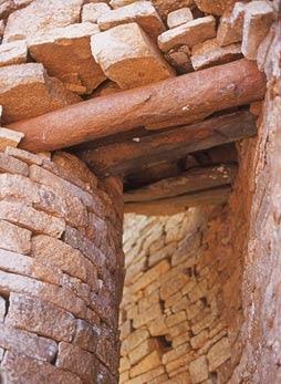 Gran Zimbabwe, la imitación de piedra de un dintel de madera