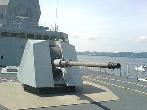 Un cannone navale OTO Melara 76/62 Super Rapido installato su Fregata classe Nansen della Marina Norvegese