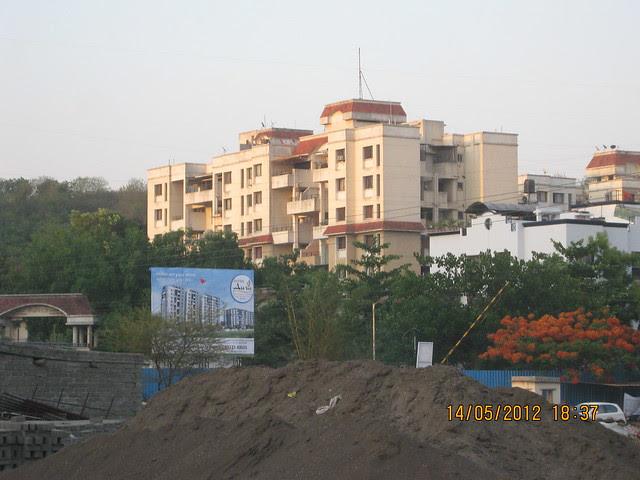Hoarding of Suyog Aura - View from Warje Service Road - Visit Suyog Aura Warje Pune 411052