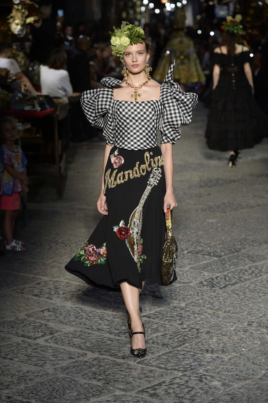 http://media.vogue.com/r/h_1600,w_1240/2016/07/09/13-dolce-and-gabbana-alta-moda-2016.jpg