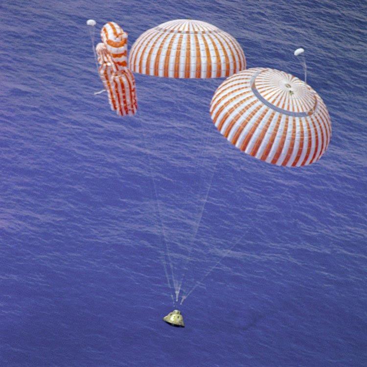 Aug07-1971-Apollo15splashdown