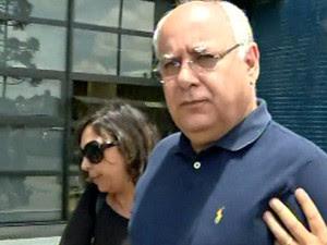 Renato Duque deixa carceragem da PF em Curitiba (Foto: Reprodução/GloboNews)