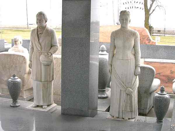 Sarah & John Davis statues - Davis Memorial, Hiawatha Kansas
