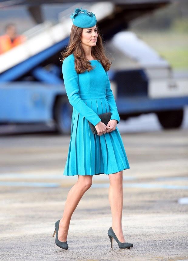 Com criação de estilista couture redescoberta por Kate nos tempos de gravidez (Foto: Getty Images)
