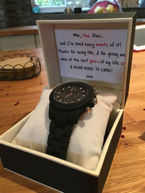 18 Best Anniversary Gift Ideas For Boyfriend   Styles At Life