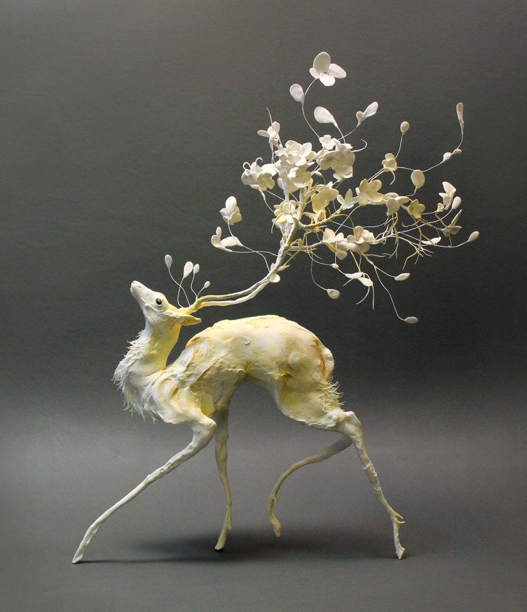 As esculturas surrealistas de Ellen Jewett mesclam plantas e vida animal 01