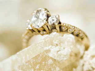 According to the Indian government rule, NRI men can bring gold jewellery worth Rs 50,000 while women can carry gold jewellery worth  Rs 1 lakh.