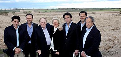 Sheldon Adelson, (tercero por la izq.), durante su visita relámpago. | E.M.