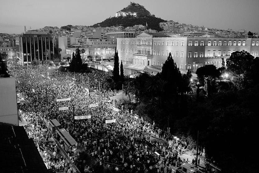 Movilización por el No en el próximo referéndum, ayer, frente al Parlamento griego en Atenas. Foto: Louisa Gouliamaki, Afp