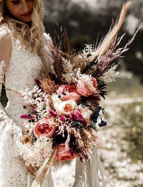 27 Wildflower Bouquets For A One Of A Kind Bride   Brides