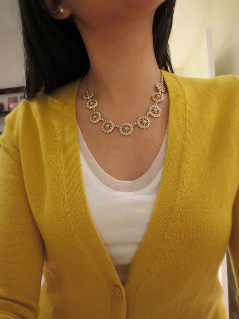 Banana Republic Pinwheel Necklace (product no. 905741)