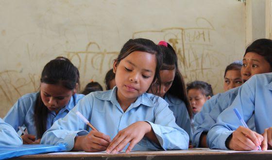 Niñas durante una clase en la ONG Her Turn