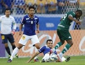 Léo, zagueiro, e Ceará, lateral, do Cruzeiro (Foto: Gil Leonardi/Light Press)