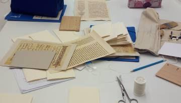 Algunos de los códices durante el taller.