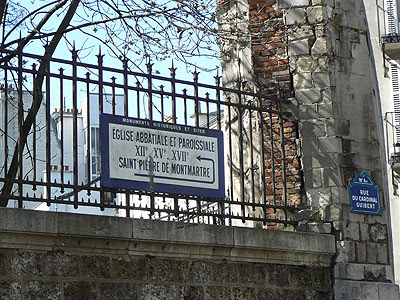 plaque saint pierre de montmartre.jpg
