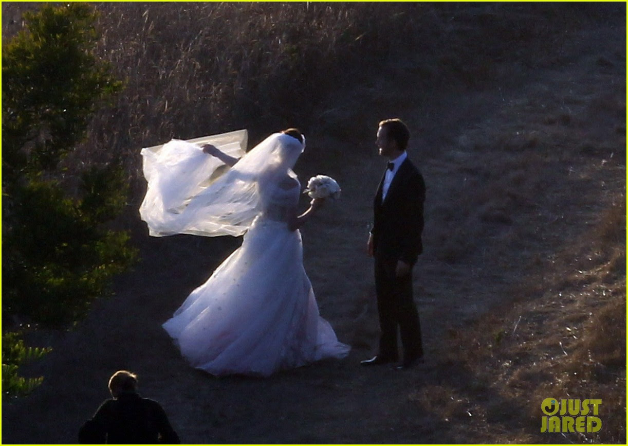 anne hathaway wedding pictures adam shulman 05