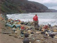 Marine debris on a Hawaiian beach. / Credit:NOAA