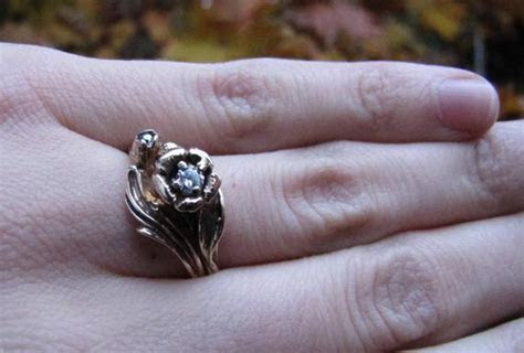 Golden Rose : Diamond and White Gold Vintage Engagement Ring