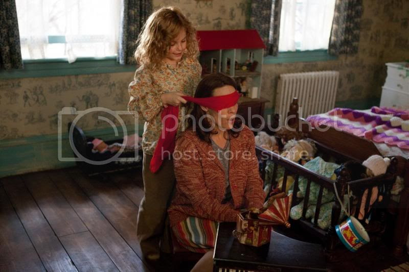 photo the-conjuring-movie-lili-taylor-clap.jpg