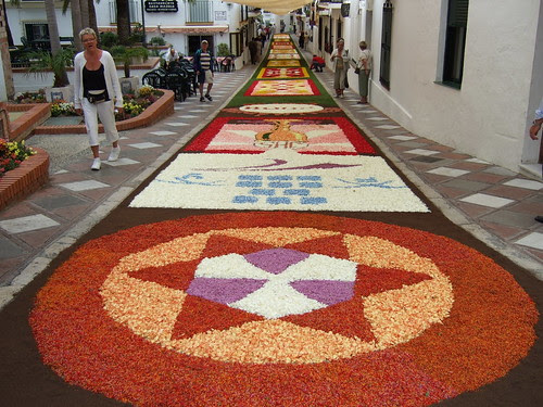 Alfombra floral de calle Real25