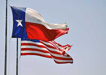 http://www.elcivics.com/state-lessons/images/texas-usa-flags-flying.jpg