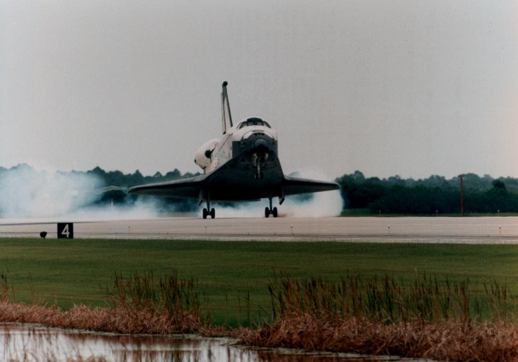 Jul07-1996-STS78landing